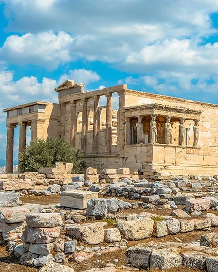 През май в Атина